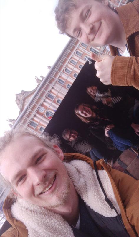 Place du Capitole à Toulouse, exposition les femme du vin