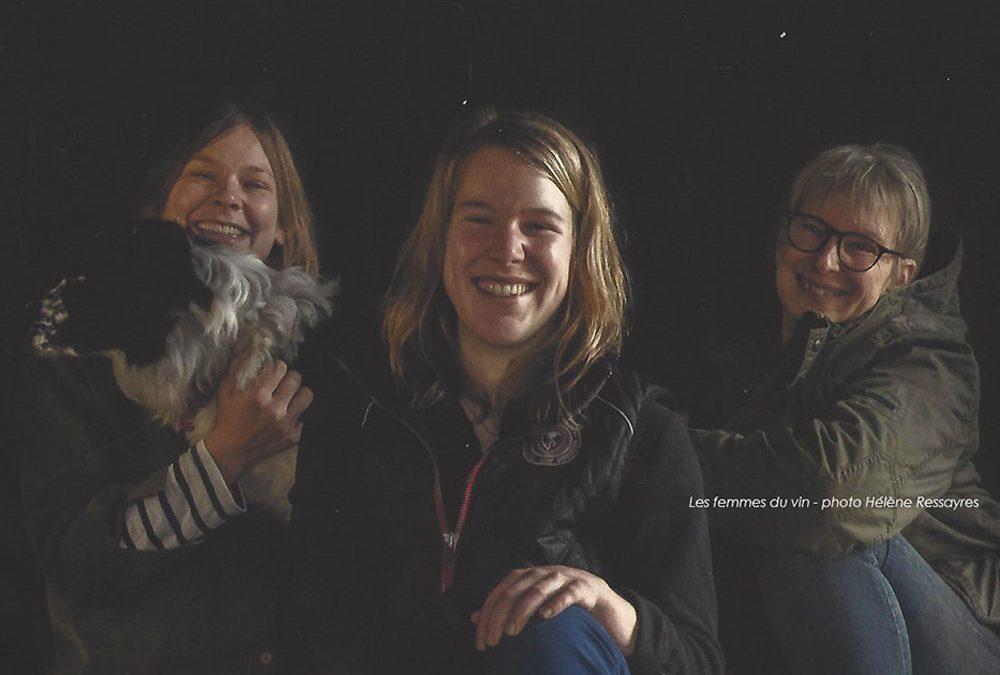 L'exposition les femmes du vin, initié par l'interprofession des vins du sud-ouest, à la place du Capitole. Laure, Marion et Andrea Zeller, vignerons d'Ariège au domaine de Lastronques à Lézat sur Lèze, photos prises par Hélène Ressayres