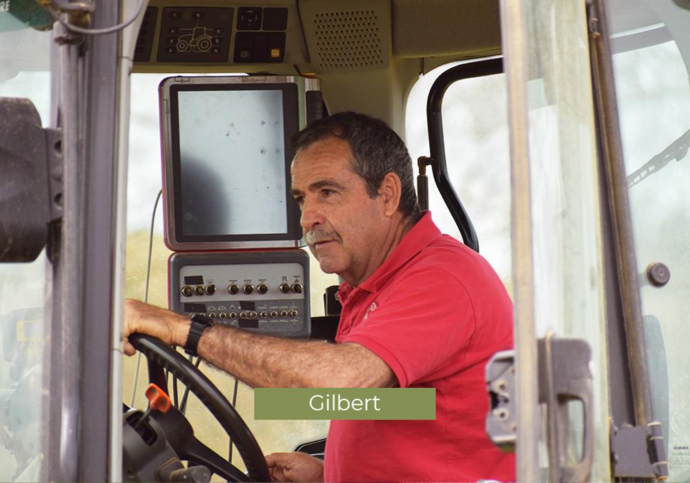 Gilbert, employé au Domaine de Lastronques, vignoble ariégeois.