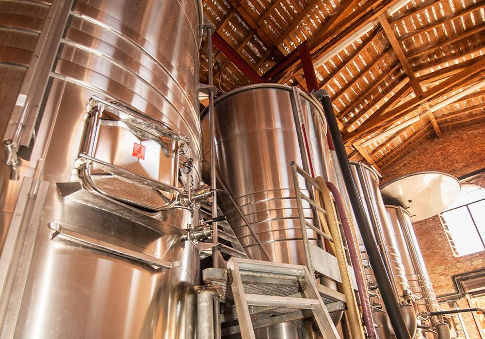 Cuve de vinification du chai du domaine de Lastronques