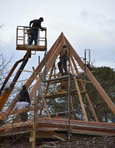 L'ensemble de la charpente du caveau de vente au Domaine de Lastronques, terminé pour les Guinguettes de Lastronques 2022
