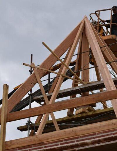 La magnifique charpente du pigeonnier en rénovation au Domaine de Lastronques