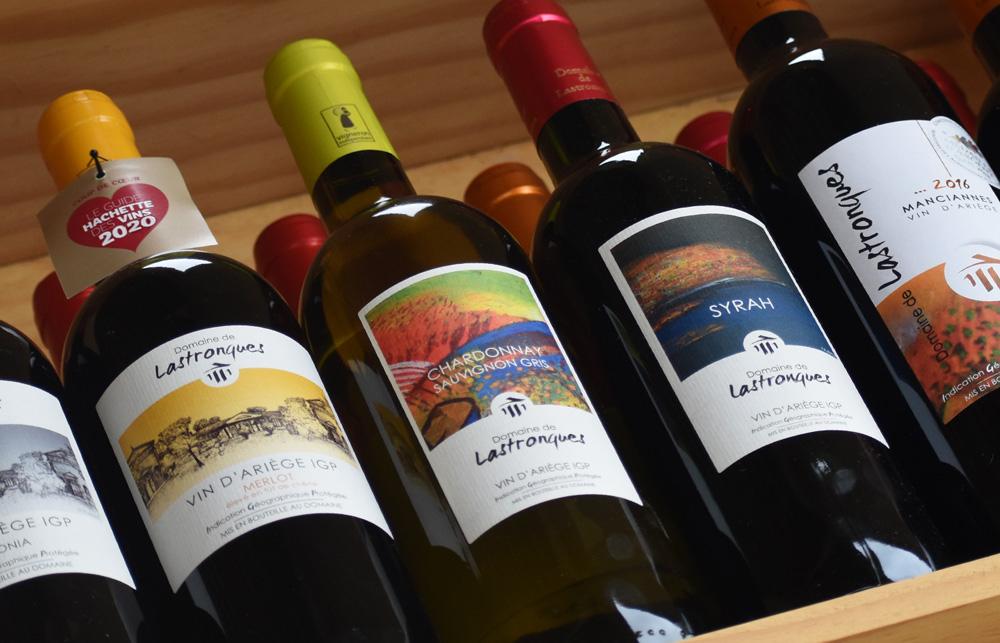 Bouteilles de vins du domaine de Lastronques situé sur la vallée de la Lèze